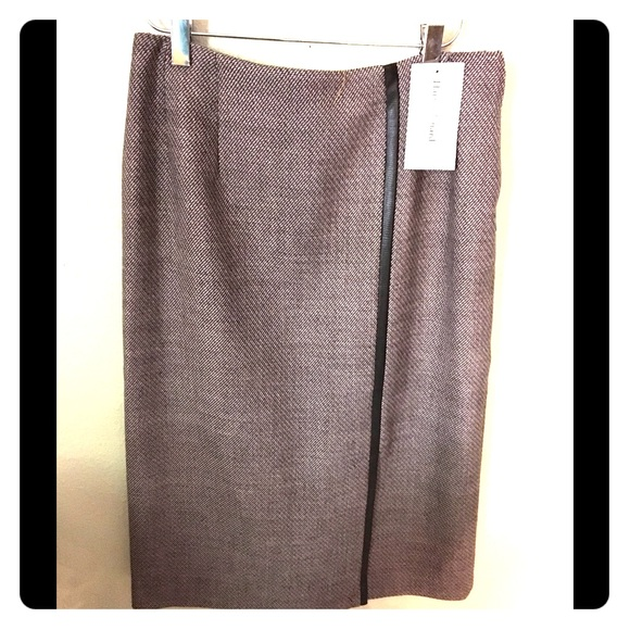 Harve Benard Dresses & Skirts - Wool skirt with free holiday gift wrap and bow.